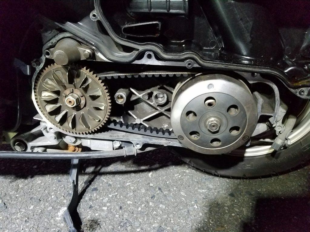 スクーターのドライブベルト交換完了