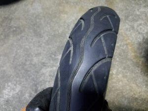 ひび割れによるタイヤのパンク