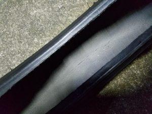 劣化によるタイヤの亀裂