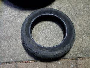 タイヤ交換の原付タイヤ