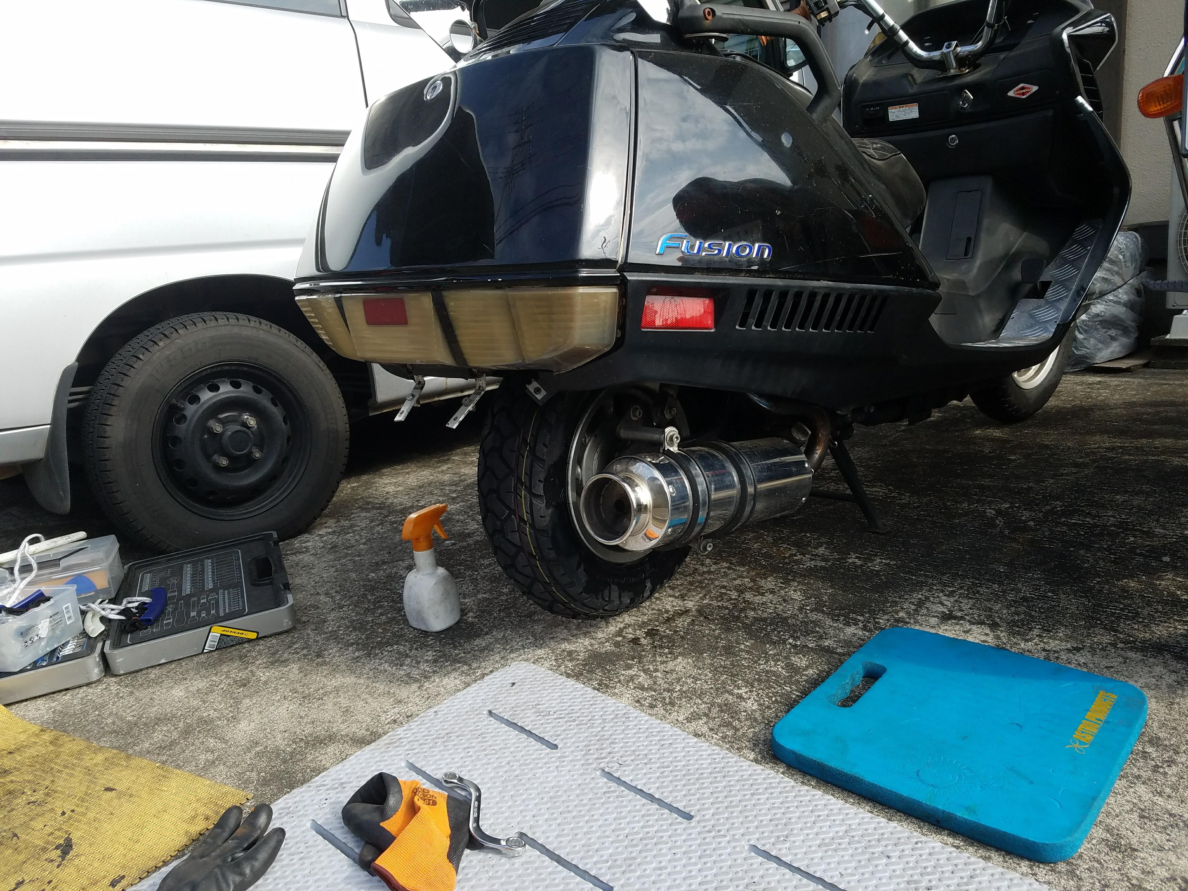 タイヤ交換完了後のフュージョン250