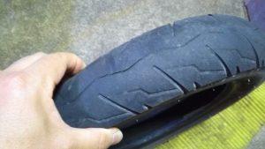 切れてしまったスクーターのタイヤ