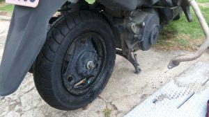 交換したスクーター用タイヤ