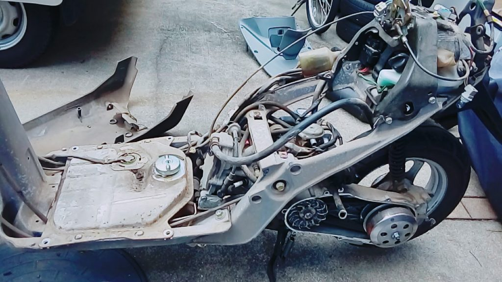 スクーターのエンジン載せ替え