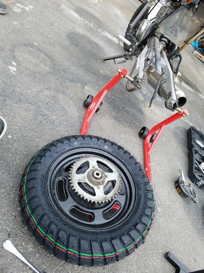 エイプのリアタイヤ交換