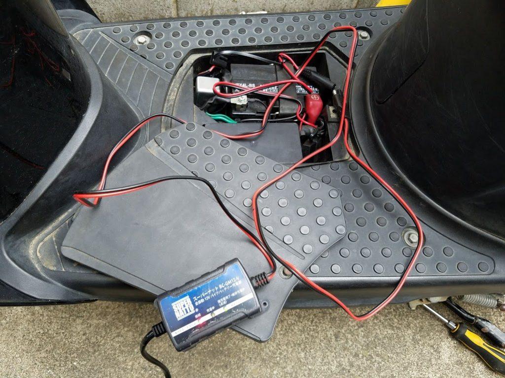 スクーターのバッテリー充電
