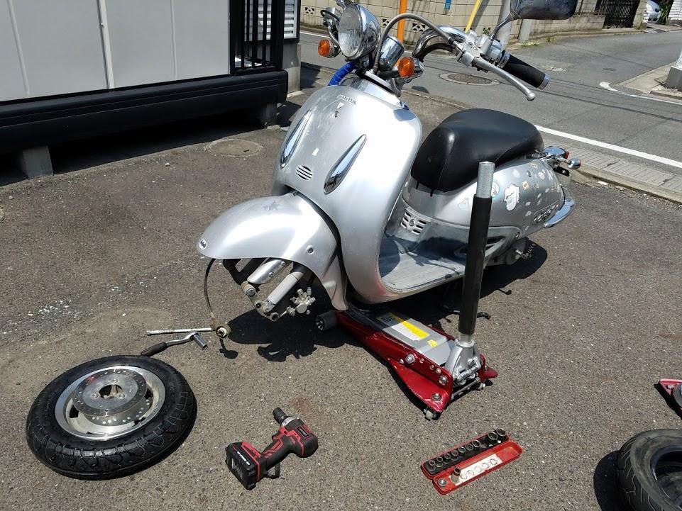 ジョーカーの出張タイヤ交換