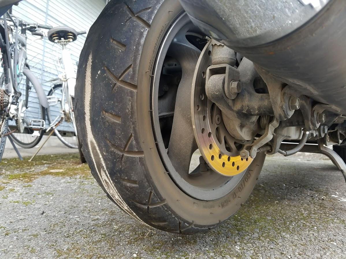フォルツァのタイヤ交換