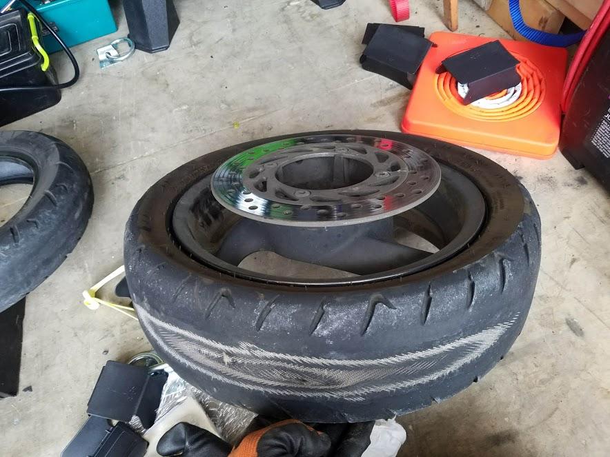 フォルツァの出張タイヤ交換