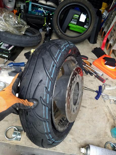 フォルツアに新品タイヤを装着