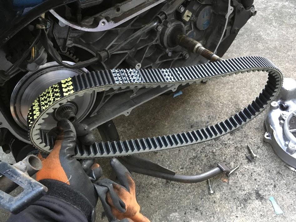 フォルツァZのドライブベルト交換