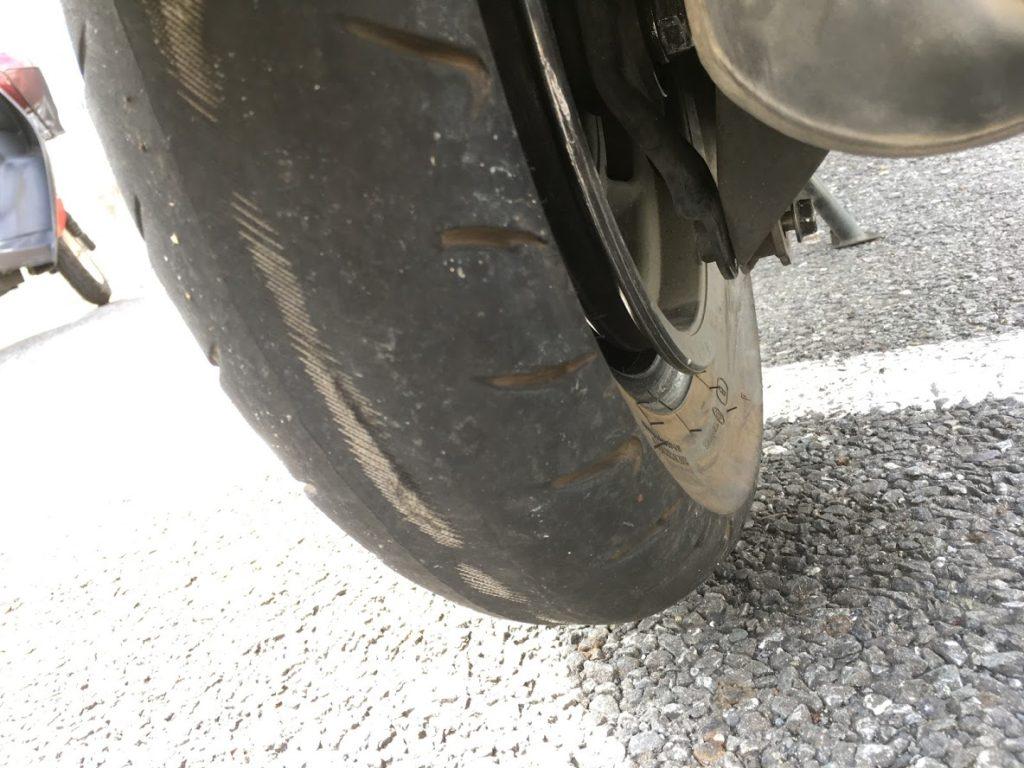 摩耗してしまったタイヤ