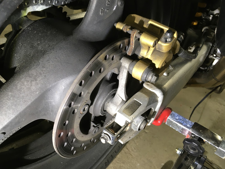 VTR1000Fのリアブレーキパッド交換