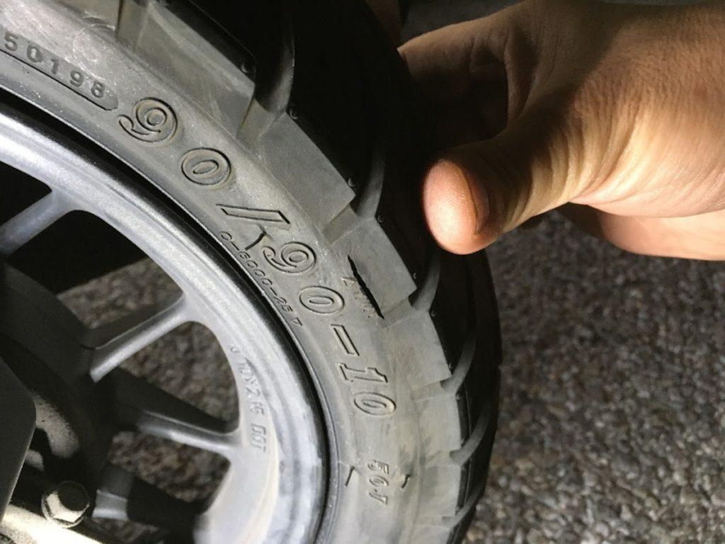 原付タイヤの損傷