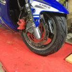 スーパーレーシングのタイヤ交換