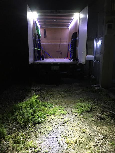 バイク積載トラックの照明