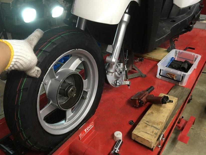 ギアの前タイヤ交換