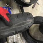 摩耗したマグザムのタイヤ