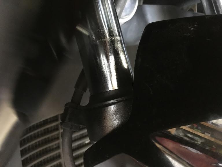 フォークオイルの漏れ