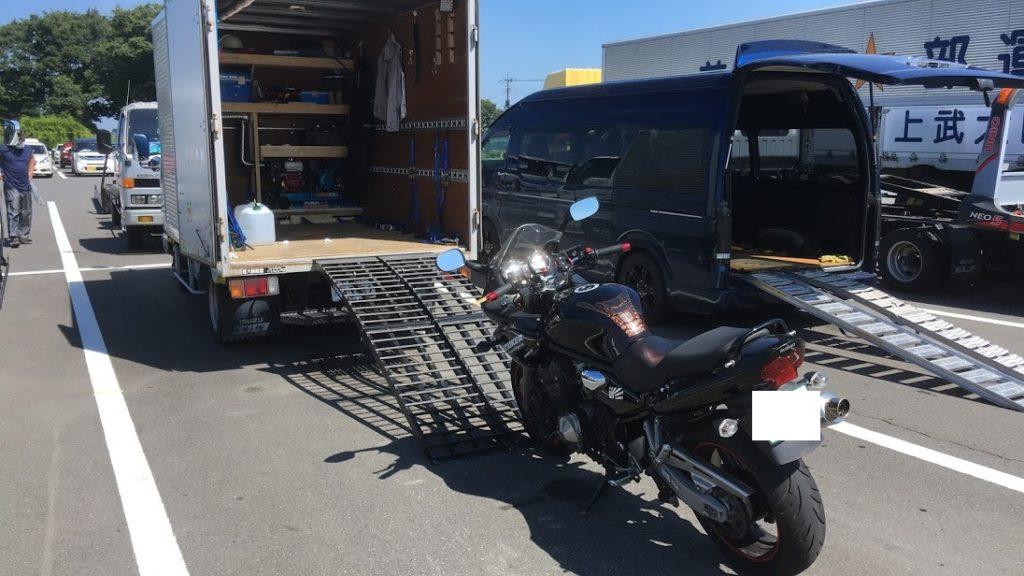 車検バイクの積み込み
