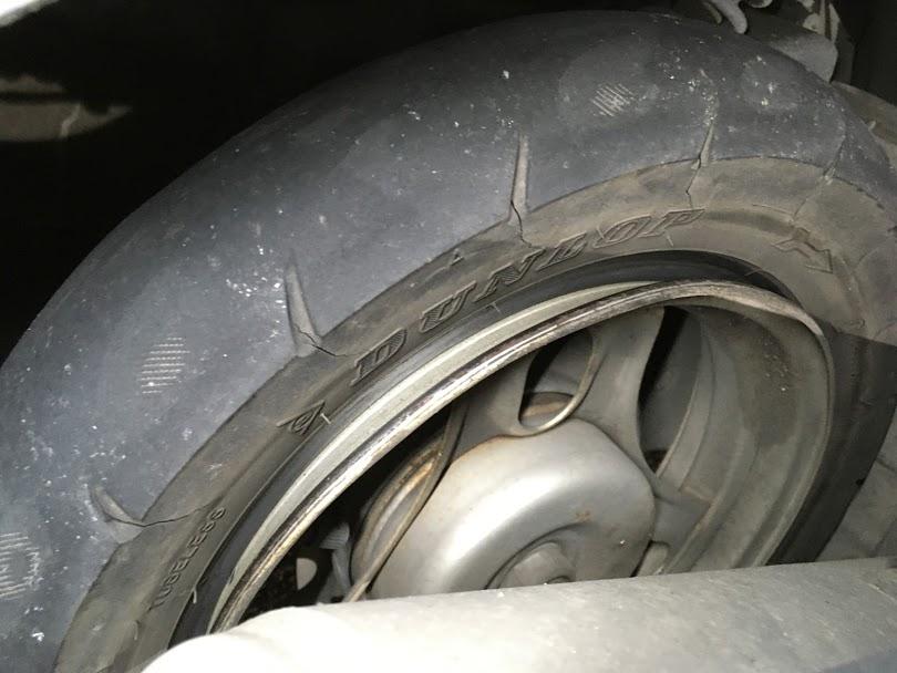 トゥデイのタイヤパンク