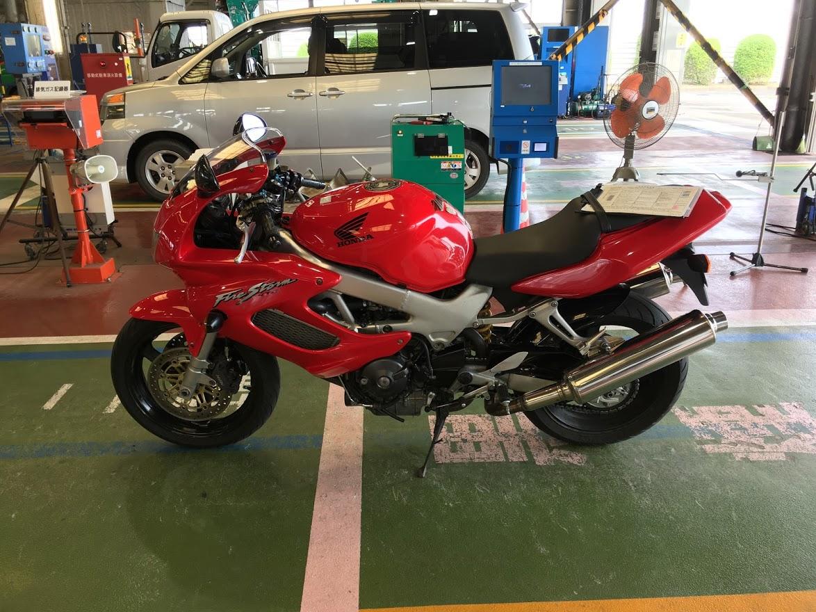 検査前のバイク