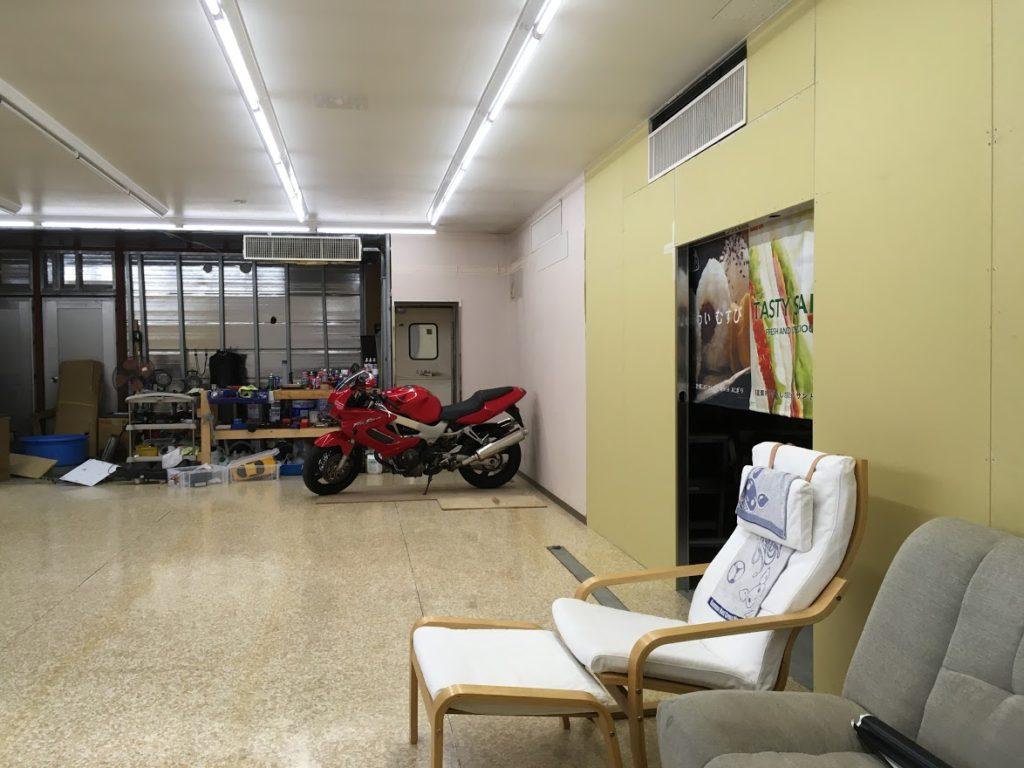 当店店内のバイク保管場所