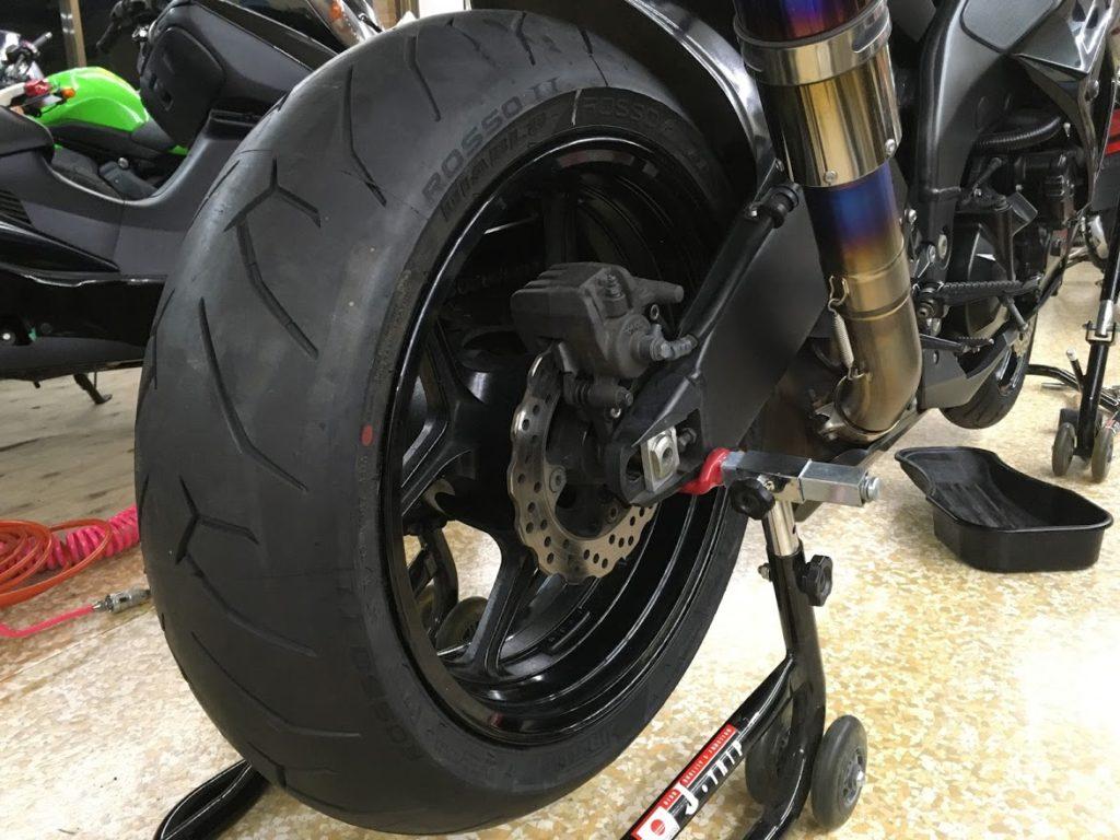 タイヤの組付け